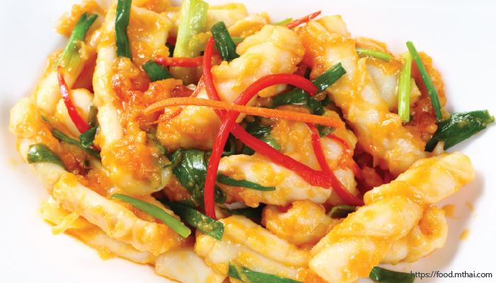 อาหารไทย ปลาหมึกผัดไข่เค็ม